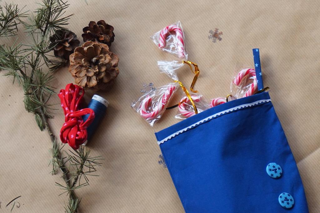 Chaussette de Noël garnie de friandises